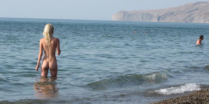 Что делать если встал член на пляже