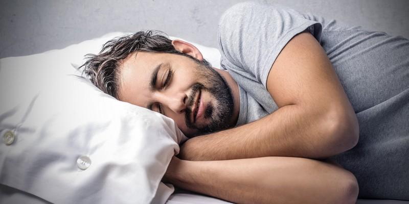 Какую функцию выполняет гормон пролактин у мужчин?